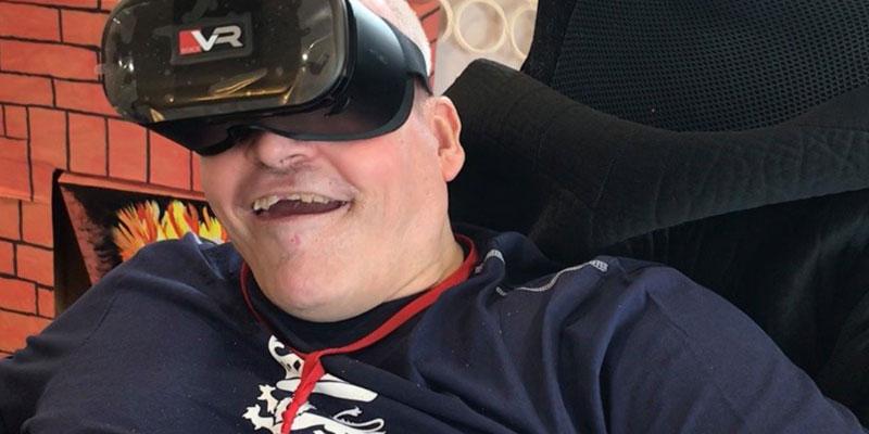Chris-VR-Headset-800x400.jpg